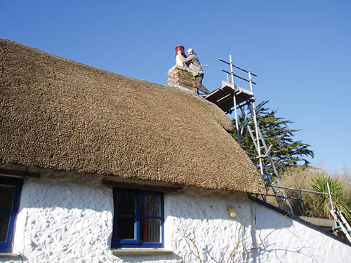 Installing a cowl on a house with a thatched roof